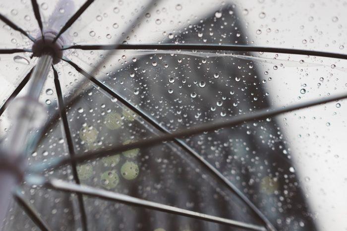雨のウェディングスナップ撮影で必要な物とは??