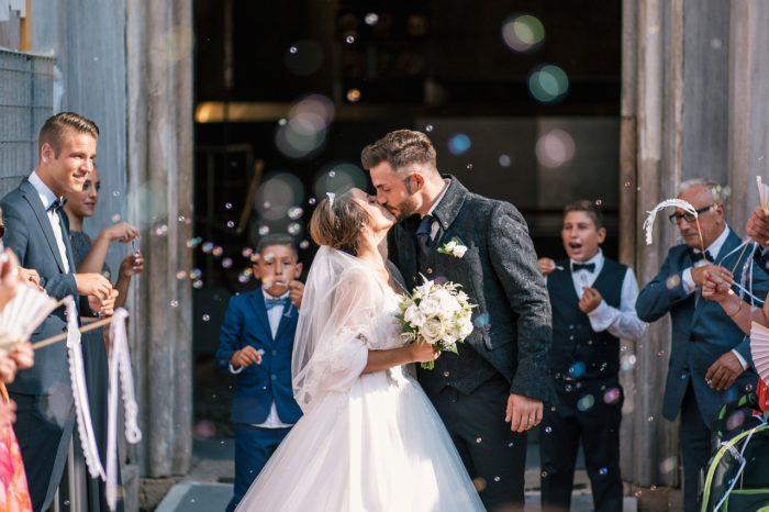 結婚式の写真を頼むのならば、誰に頼む?         持ち込みカメラマンor 会場専属カメラマンor友人カメラマンを比較
